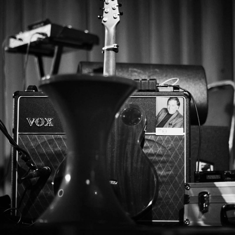 From a concert years ago with Jesca Hoop at Bush Hall. Great venue, intimate show. I wonder who that guy on the amp is. The guitarists father? Someone famous?  #gigstagram  #london #nikond700 #fullframe  #nikkor85mm